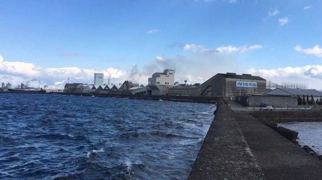 干潮の西大分港 白灯台側 別府湾 人気の釣り場 さんふらわあの港 ショアジギング エギング アジング